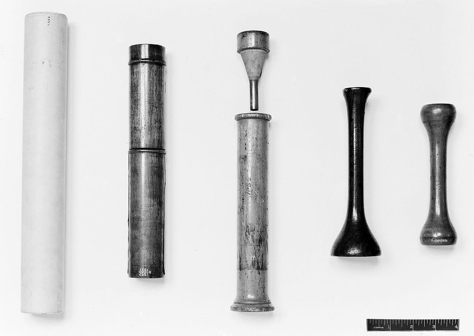 Plusieurs modèles de stethoscopes inventés par Laennec